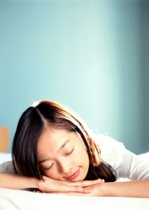 とにかく起きなくてはいけない朝、すぐに目を覚ますとっておきの方法